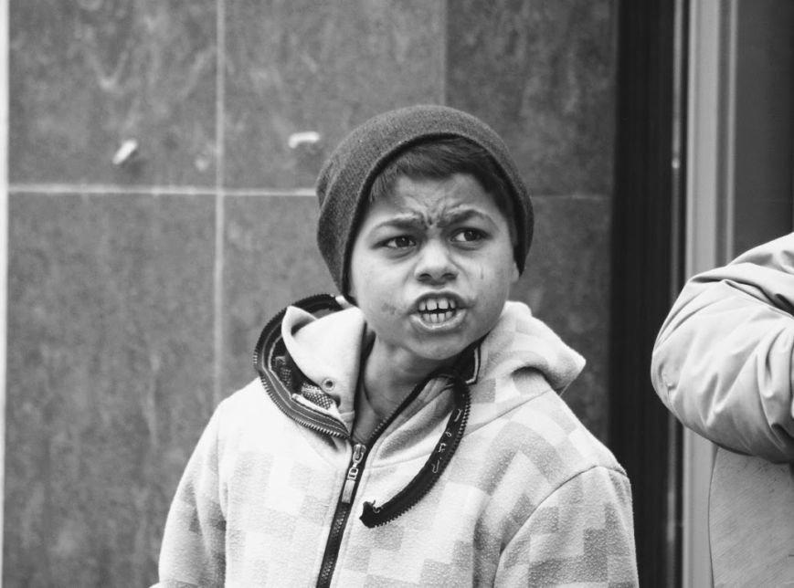Співаючи про кохання у центрі Ужгорода, Авраам і Руслан заробляють до 400 гривень у день: фото, відео, фото-5