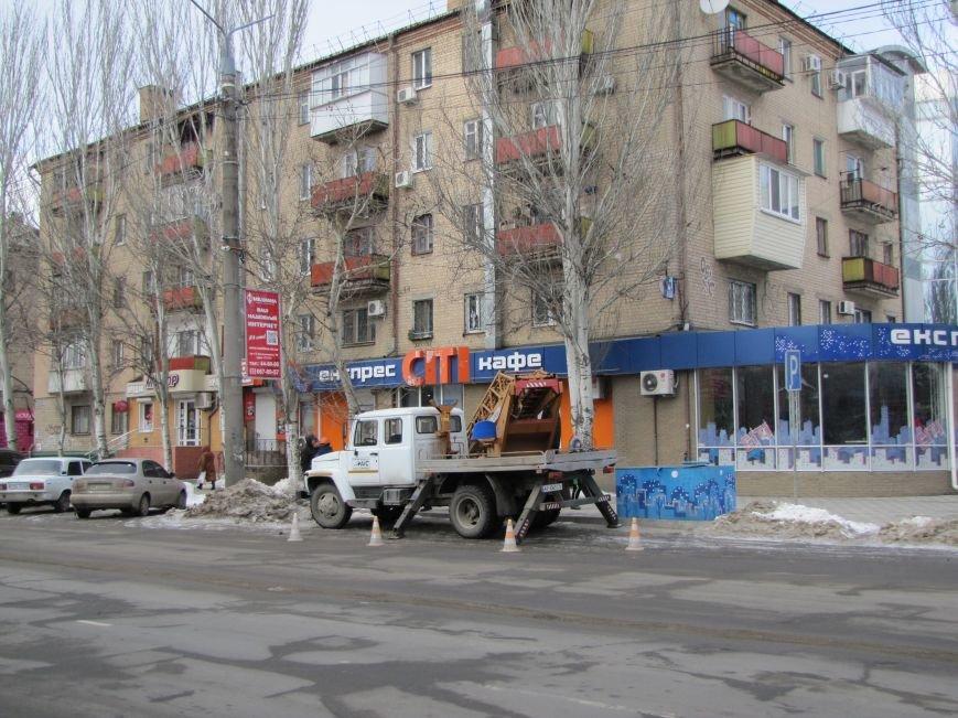 В Мелитополе шквальный ветер уничтожает уличное освещение, фото-1