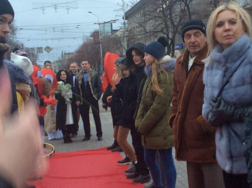Свадьба на морозе: на Театральной площади Мариуполя мерзли женихи и невесты (ФОТО+ВИДЕО), фото-8