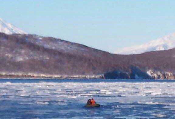 На Камчатке школьника едва не унесло на льдине в океан, фото-2