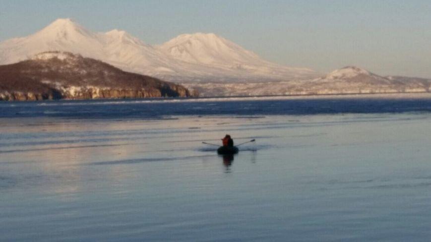 На Камчатке школьника едва не унесло на льдине в океан, фото-1