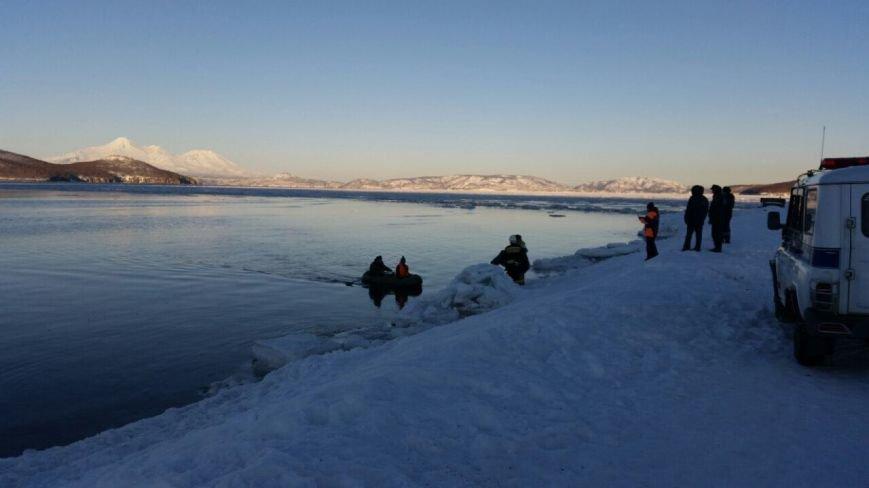 На Камчатке школьника едва не унесло на льдине в океан, фото-3
