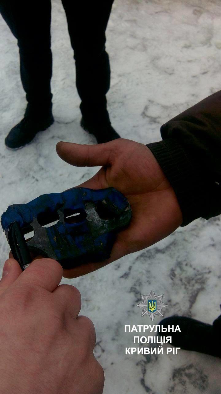 Криворожанин распивал пиво у памятника жертвам голодомора (ФОТО), фото-2