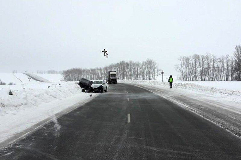 На белгородской трассе не разъехались две иномарки, фото-2