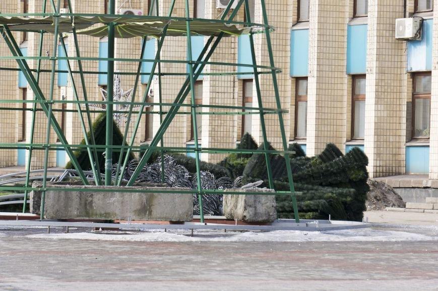 Главную елку Каменского уже разобрали, фото-8