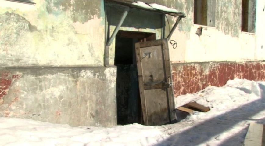 В Петропавловске расселенные дома на Фрунзе облюбовали бомжи и наркоманы, фото-2