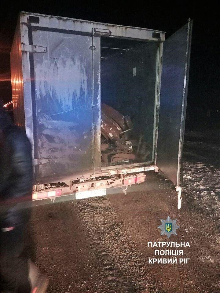 В Кривом Роге под покровом ночи перевозили металл (ФОТО), фото-1