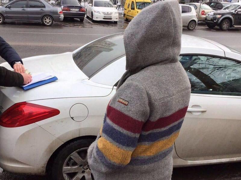 Одесситка попалась на крупной взятке таможеннику, фото-2
