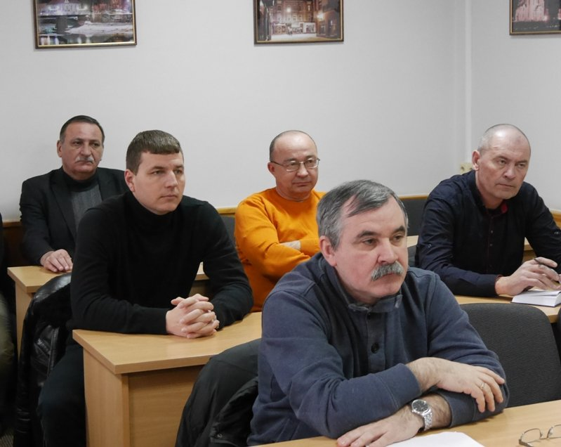 Мер Ужгорода запитав у представників ужгородських таксі, чому машини брудні: фото, фото-2