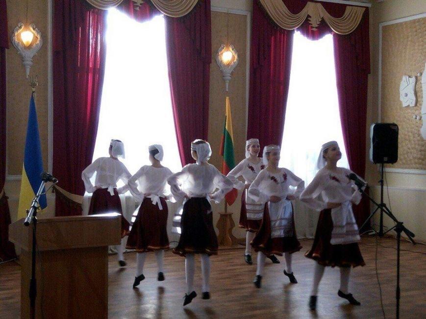 Конотопці провели флешмоб до Дня відновлення державності Литви, фото-1