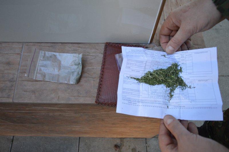 Наркотики різних видів вилучили поліцейські за останню добу, фото-1