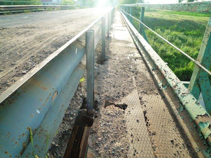 Мостовой переход на автодороге «Благодатное-Соледар» обещают восстановить до конца мая, фото-1