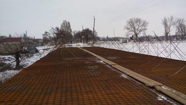 Мостовой переход на автодороге «Благодатное-Соледар» обещают восстановить до конца мая, фото-2