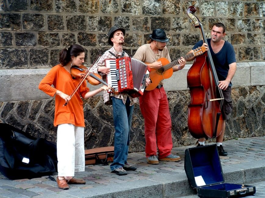 Music_band_in_Montmartre