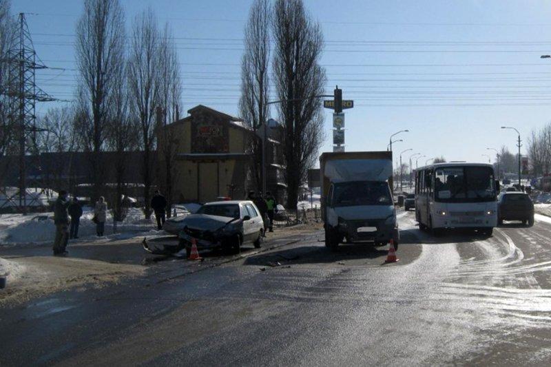 Спасатели вытащили из машины пострадавшего в ДТП под Белгородом, фото-1