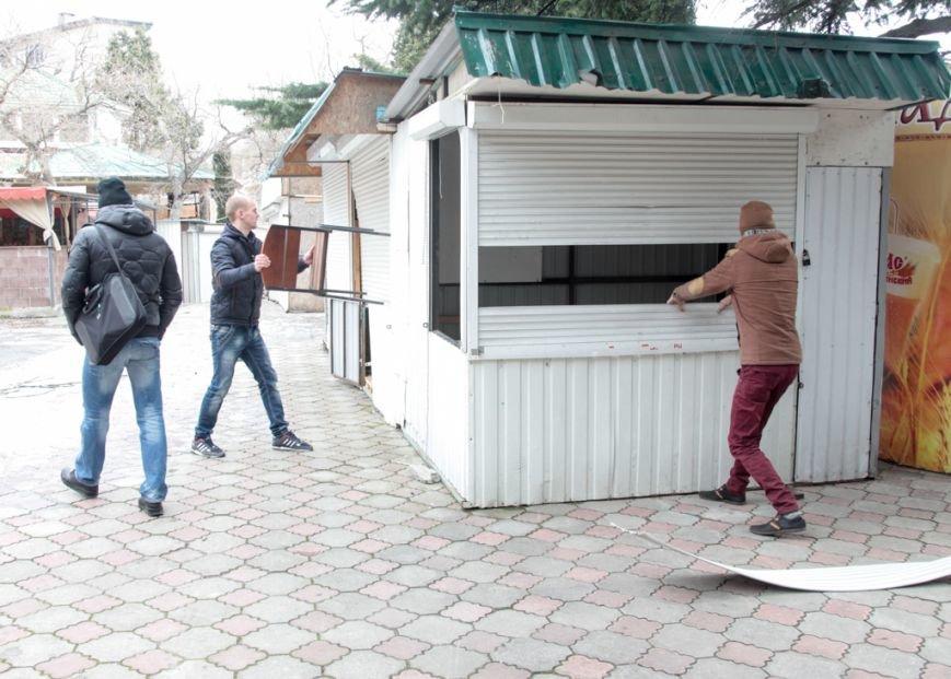 В Ялте продолжается снос незаконных торговых объектов (24)