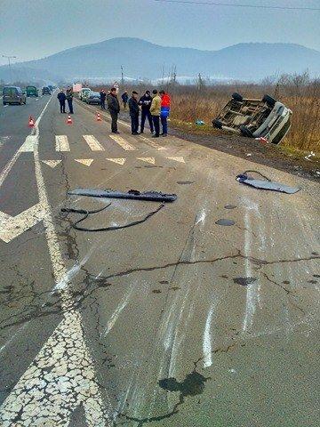 На Ужгородщині поблизу Великих Лаз пасажирський автобус потрапив у ДТП: є 7 постраждалих, фото-2