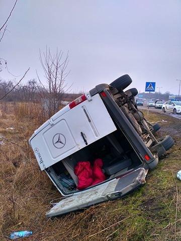На Ужгородщині поблизу Великих Лаз пасажирський автобус потрапив у ДТП: є 7 постраждалих, фото-1