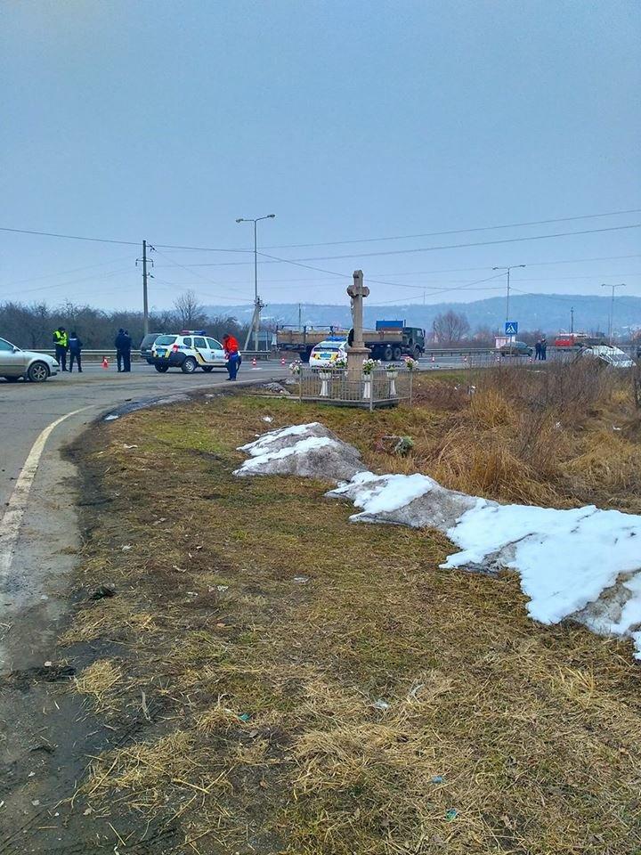 """Біля Ужгорода перекинувся мікроавтобус """"приватника"""", який віз людей у Тячів: фото, фото-5"""