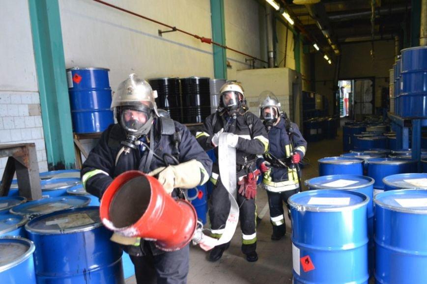 У Кам'янці рятувальники тренувались ліквідовувати надзвичайну подію на хімічно-небепечному підприємстві, фото-6
