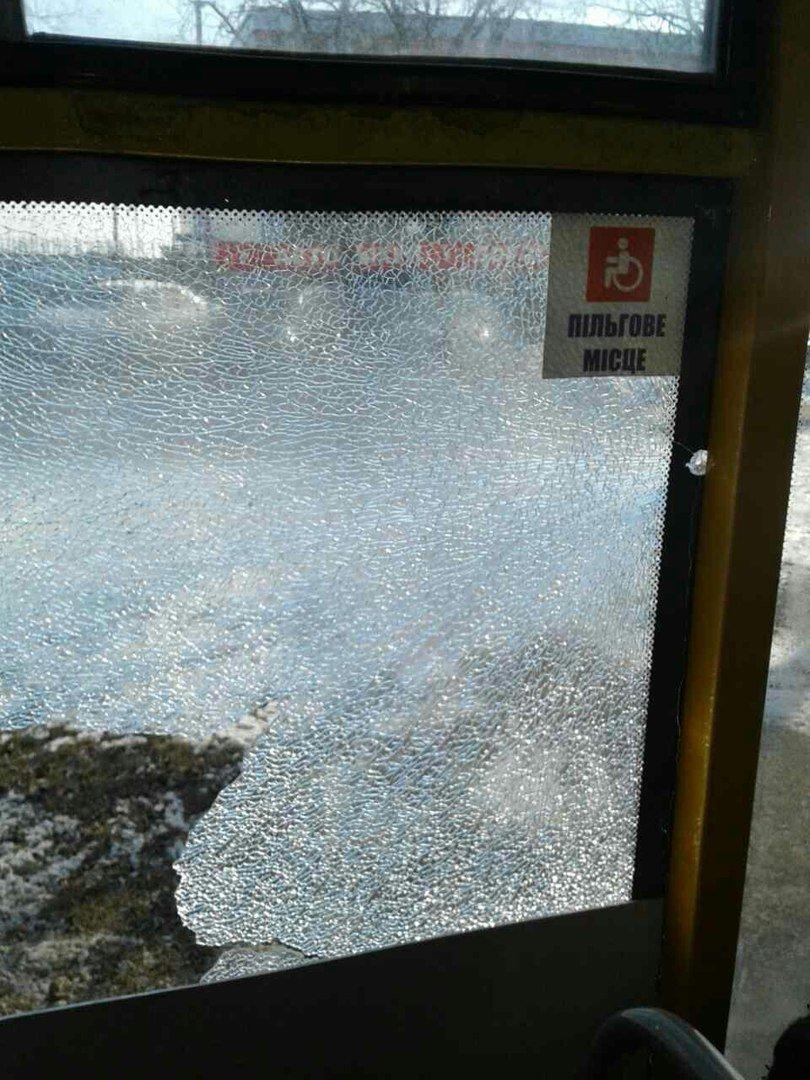 В Мариуполе неизвестный стрелял по маршрутке с пассажирами (ФОТО+Обновлено), фото-2