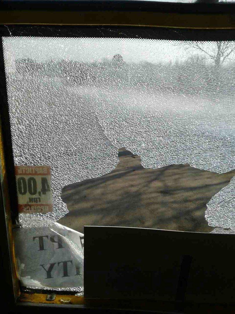 В Мариуполе неизвестный стрелял по маршрутке с пассажирами (ФОТО+Обновлено), фото-1