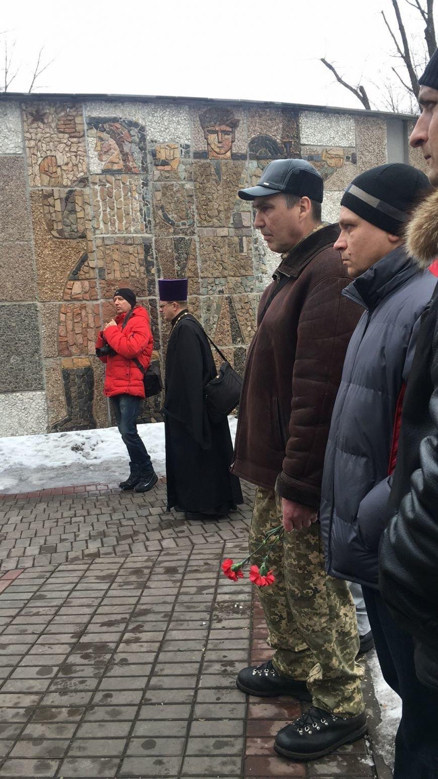 В годовщину Дебальцевской трагедии криворожане почтили память Героев, погибших в борьбе с оккупантами (ФОТО, ВИДЕО), фото-10