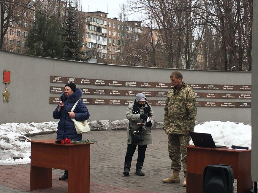В годовщину Дебальцевской трагедии криворожане почтили память Героев, погибших в борьбе с оккупантами (ФОТО, ВИДЕО), фото-12