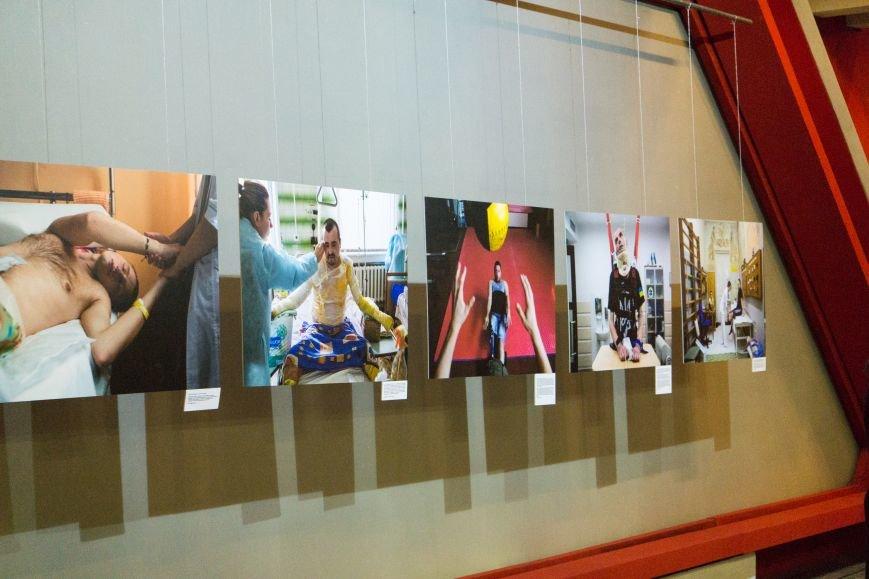 Фотовыставка «Раны» открылась сегодня в каменском музее истории, фото-1