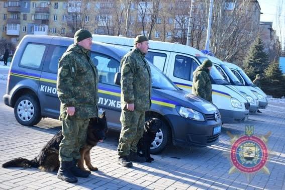 Мариупольских полицейских за оперативное раскрытие преступлений наградили на площади(ФОТО), фото-3