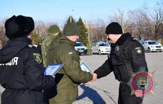 Мариупольских полицейских за оперативное раскрытие преступлений наградили на площади(ФОТО), фото-4