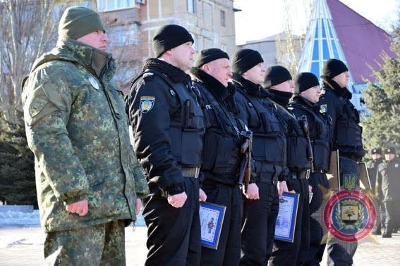 Мариупольских полицейских за оперативное раскрытие преступлений наградили на площади(ФОТО), фото-1