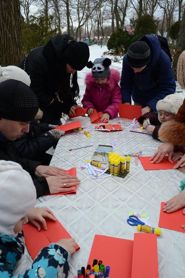 Как в зимнем парке горожане бумажные шедевры мастерили, фото-9