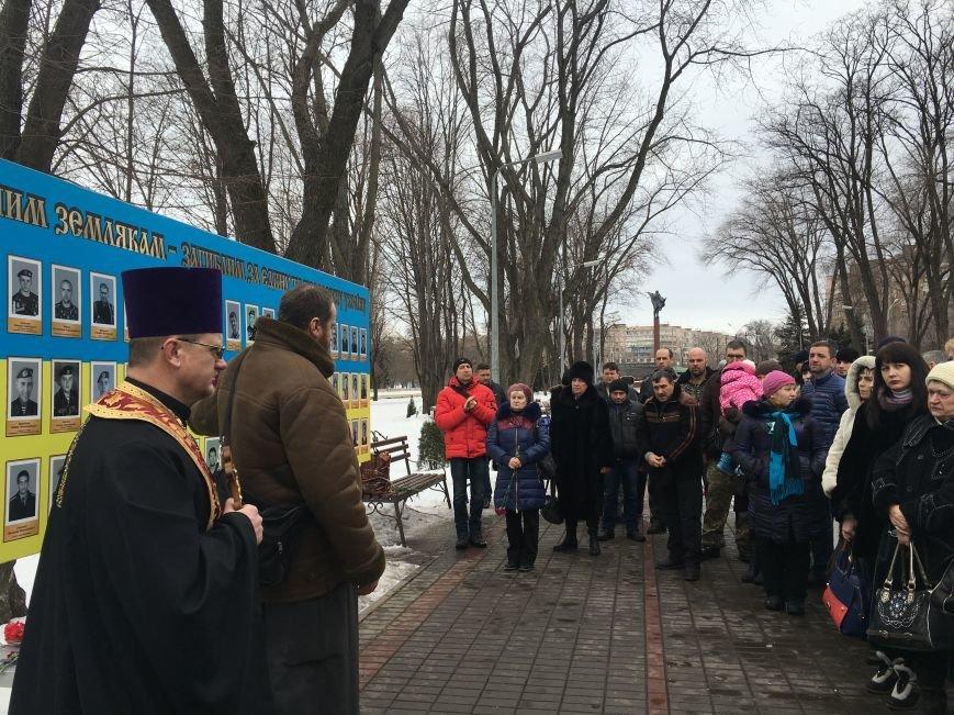 Военный капеллан - патриотам Кривого Рога: Хватит флагами махать и селфи для Киева делать! (ФОТО), фото-6