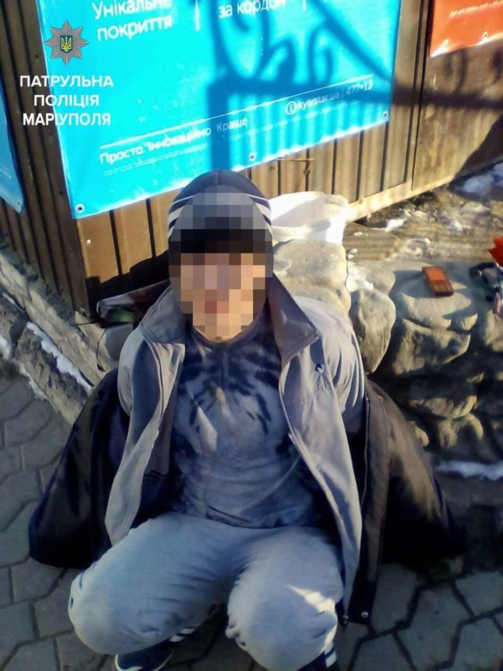 Полицейские Мариуполя задержали прохожего с коноплей (ФОТО), фото-1
