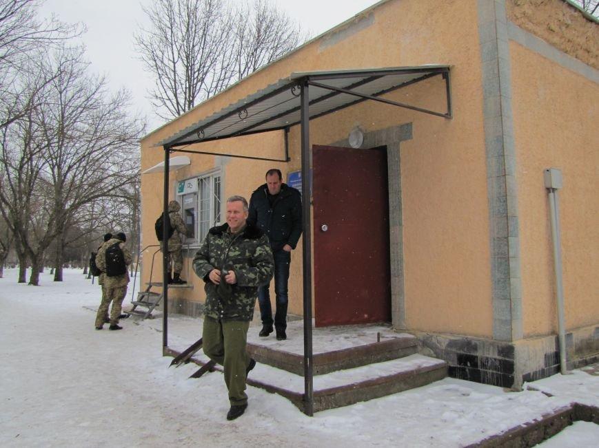 Мэр остался недоволен качеством шефской помощи военным (фото), фото-6