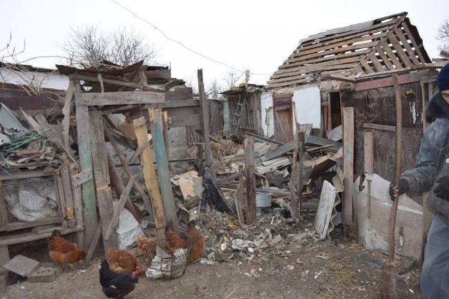 ВСУ помогают жителям расстрелянного поселка Трудовское (ФОТО), фото-3