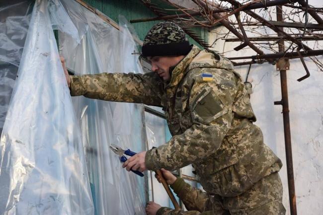 ВСУ помогают жителям расстрелянного поселка Трудовское (ФОТО), фото-2