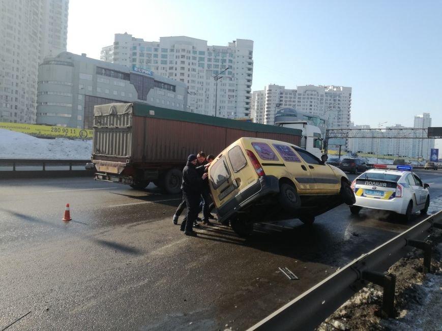 На Бажана перевернулся автомобиль (ФОТО), фото-3