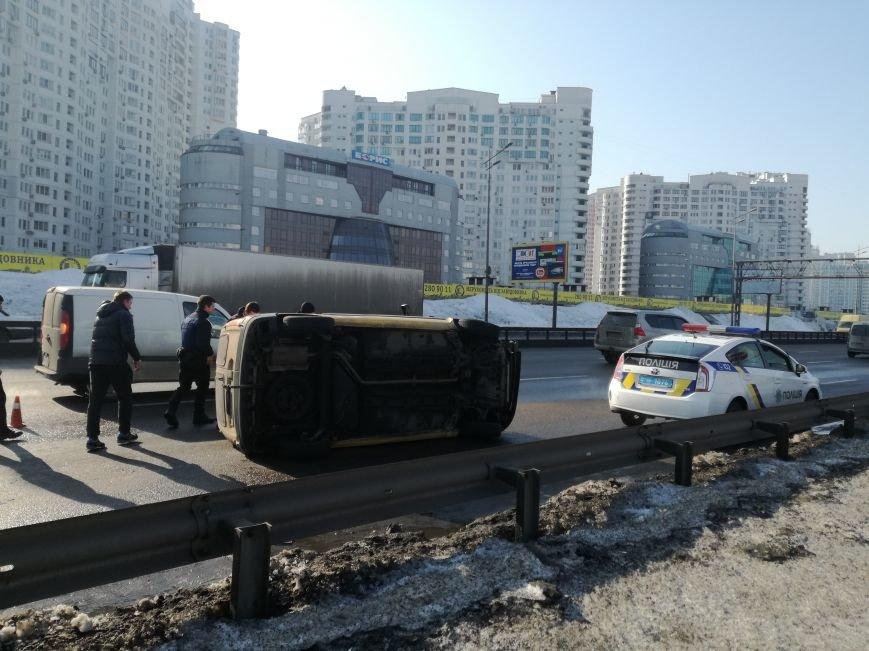 На Бажана перевернулся автомобиль (ФОТО), фото-2