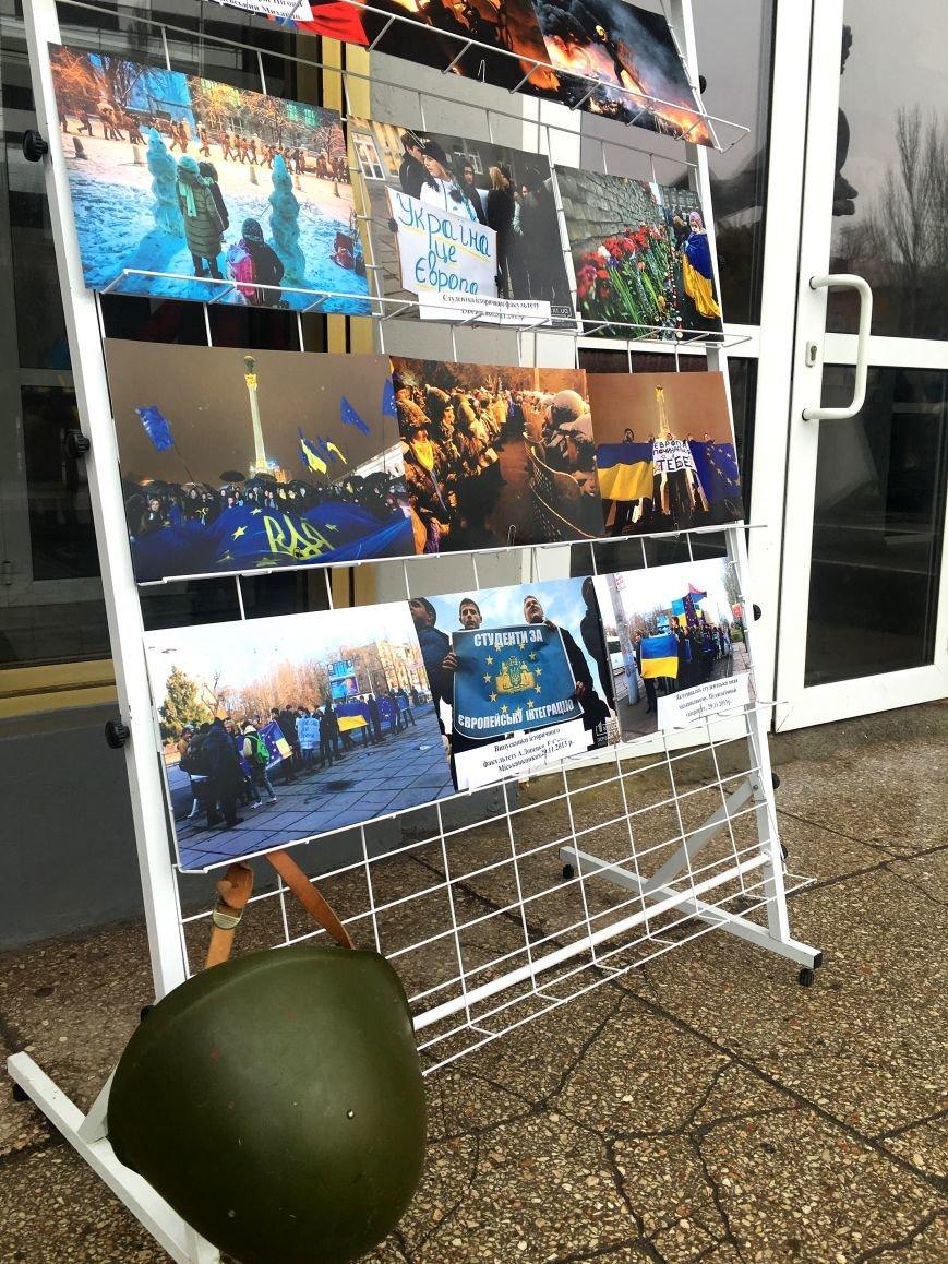 В Кривом Роге студенты и педагоги почтили память Героев Небесной Сотни (ФОТО), фото-31