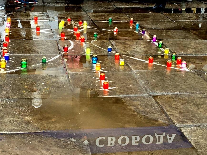 В Кривом Роге студенты и педагоги почтили память Героев Небесной Сотни (ФОТО), фото-32