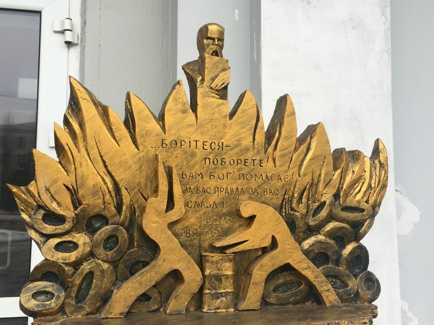 В Кривом Роге студенты и педагоги почтили память Героев Небесной Сотни (ФОТО), фото-7
