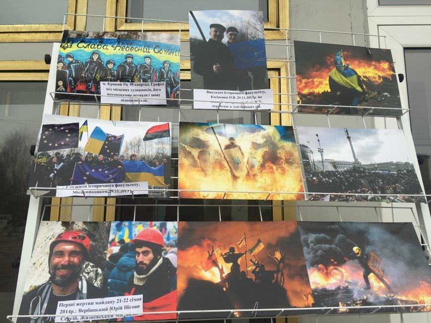 В Кривом Роге студенты и педагоги почтили память Героев Небесной Сотни (ФОТО), фото-12