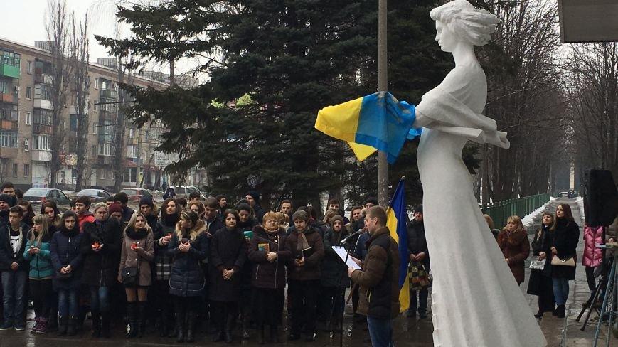 В Кривом Роге студенты и педагоги почтили память Героев Небесной Сотни (ФОТО), фото-21