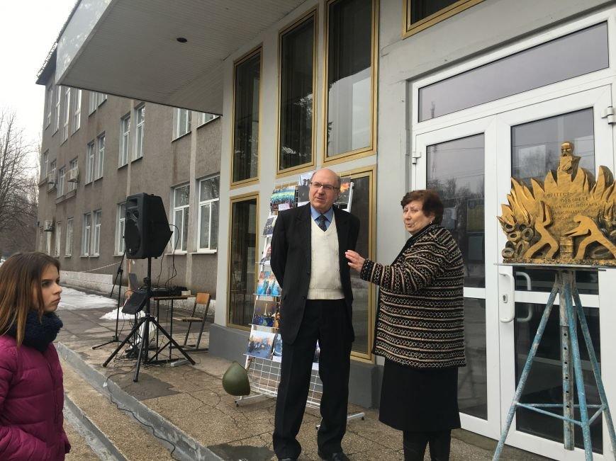 В Кривом Роге студенты и педагоги почтили память Героев Небесной Сотни (ФОТО), фото-2
