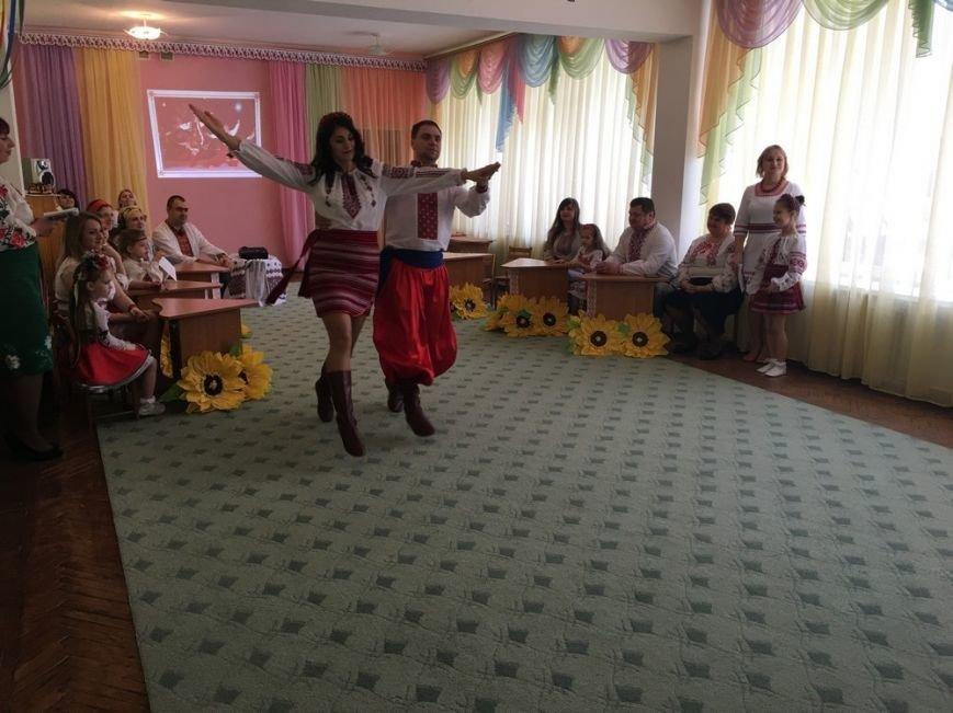 """Батьки вихованців ДНЗ №5 демонстрували таналанти на """"Вишиваних фестининах"""", фото-3"""