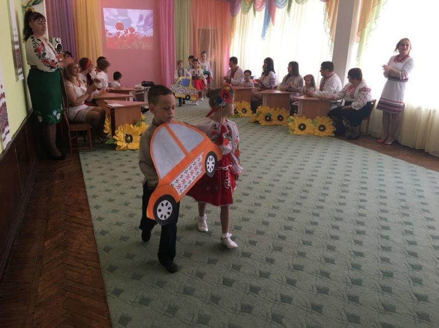 """Батьки вихованців ДНЗ №5 демонстрували таналанти на """"Вишиваних фестининах"""", фото-1"""