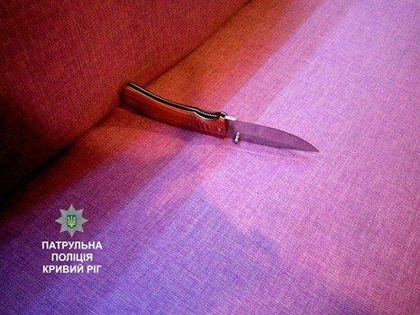 За неадекватное поведение в кафе криворожанина отвезли в отделение полиции (ФОТО), фото-2
