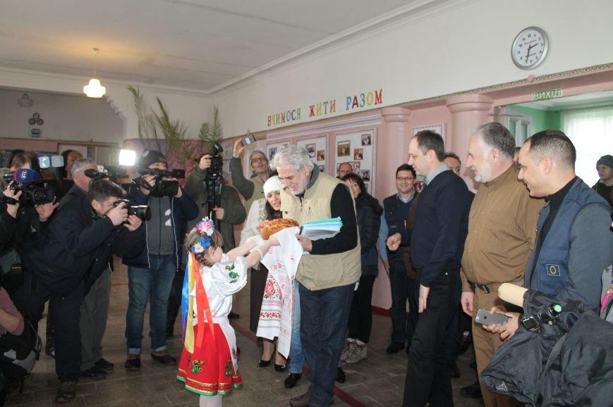 Комиссар Европейского Союза посетил Бахмут, фото-1